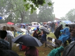 diváci v dešti 2004
